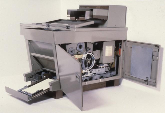Thợ sửa máy photocopy tiết lộ chiêu gián điệp độc nhất vô nhị của CIA thời Chiến tranh Lạnh - Ảnh 1.