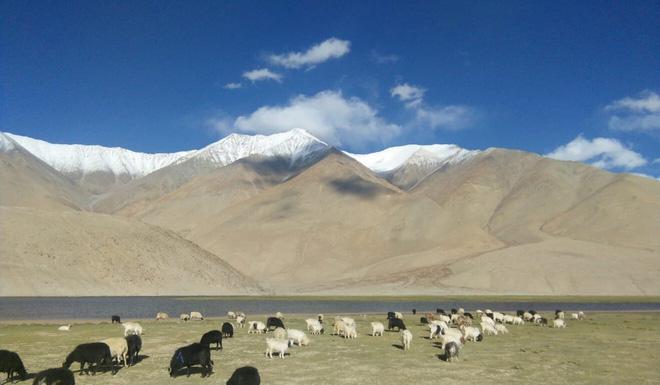 Sự khác biệt một trời một vực ở biên giới Trung - Ấn: Nơi sống ở thế kỉ 21, nơi sống như thời đồ đá - Ảnh 1.