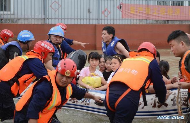 Trung Quốc lo điều tồi tệ hơn giữa lũ lụt lịch sử - Ảnh 3.