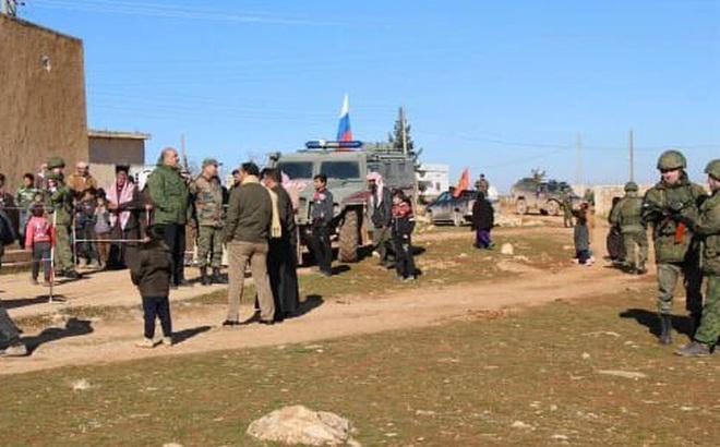 """Chiến sự Syria: Binh sĩ Nga bao vây lính Mỹ ở Syria và vũ khí bí ẩn nã vào """"tử huyệt"""" của phiến quân"""