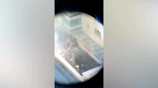Mỹ buộc Trung Quốc đóng cửa Tổng lãnh sự quán Houston trong 72 giờ: Nhân viên đốt tài liệu, cứu hỏa xuất hiện - Ảnh 2.