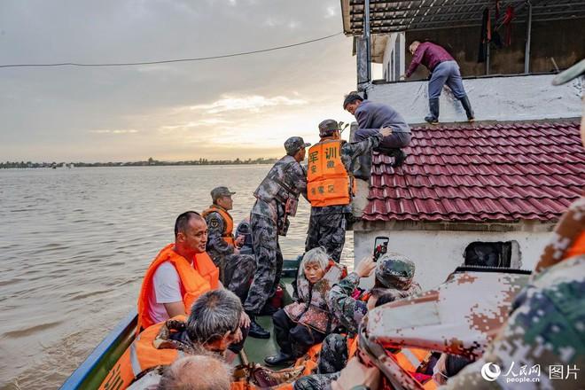 Lũ trên sông dài nhất TQ năm nay có bằng đại hồng thủy từng khiến hơn 4.000 người chết? - Ảnh 1.
