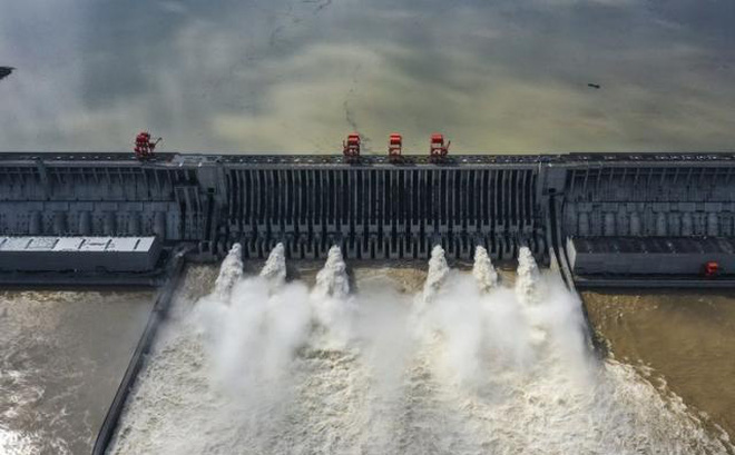 """Lũ trên sông dài nhất TQ năm nay có bằng """"đại hồng thủy"""" từng khiến hơn 4.000 người chết?"""