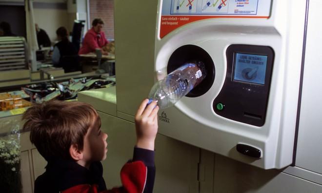 Trí tuệ Đức khiến cả thế giới ngưỡng mộ: Khi việc đồng nát cũng được giải quyết bằng máy ATM - Ảnh 1.