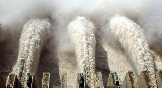 Trăm nghìn tấn nước bốc hơi, tạo thành hiện tượng sông trời gây mưa lũ lịch sử ở Trung Quốc - Ảnh 2.