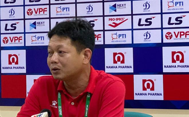 """HLV Hồng Phú: """"Nam Định không phàn nàn gì trọng tài"""""""