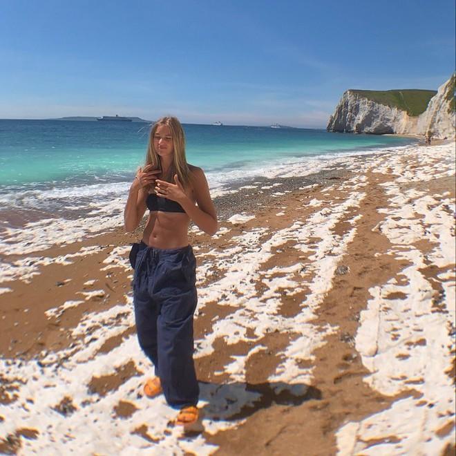 Bạn gái con trai David Beckham: Vừa tròn 18 tuổi, vẻ ngoài nóng bỏng cuốn hút - Ảnh 11.