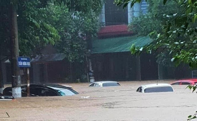 Hà Giang lên phương án đưa đón thí sinh thi THPT bằng xe chuyên dụng nếu ngập lụt - Ảnh 1.