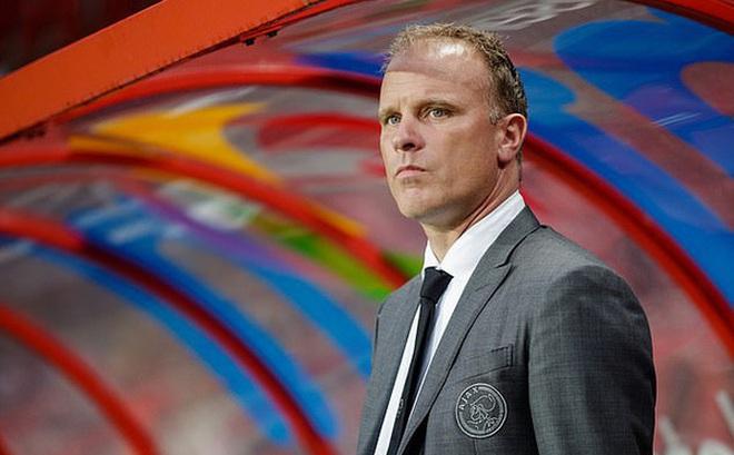 Dennis Bergkamp cân nhắc trở lại Arsenal trong vai trò mới