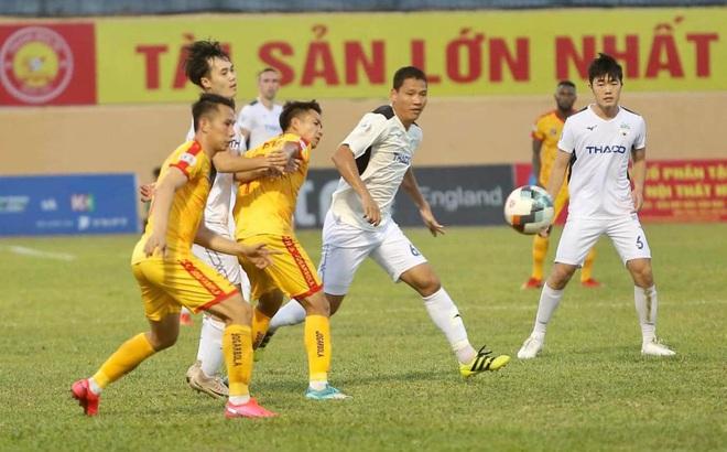Cầu thủ giàu nhất Việt Nam nói gì trong màn ra mắt HAGL?
