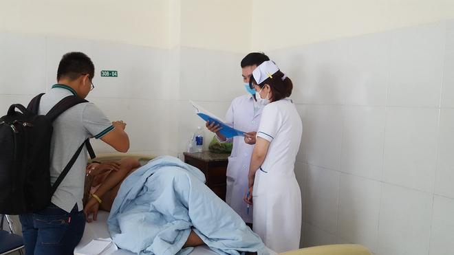 Người dân tố 3 thanh niên bị công an xã đánh nhập viện - Ảnh 2.