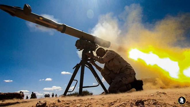 Trực thăng Israel phóng tên lửa, giáng đòn thù tấn công một loạt căn cứ quân sự ở Syria: Biên giới phía Nam rực lửa! - Ảnh 1.