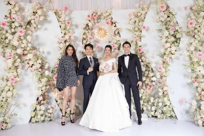 Trương Ngọc Ánh xinh đẹp bên bạn trai tin đồn tại đám cưới á hậu Thúy Vân - Ảnh 2.