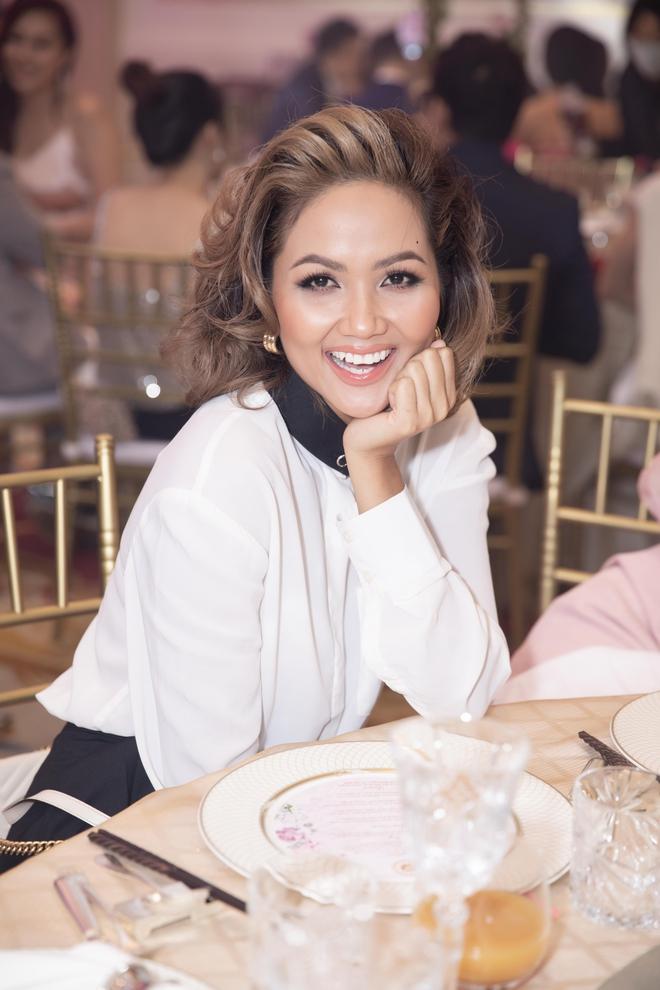 Trương Ngọc Ánh xinh đẹp bên bạn trai tin đồn tại đám cưới á hậu Thúy Vân - Ảnh 7.