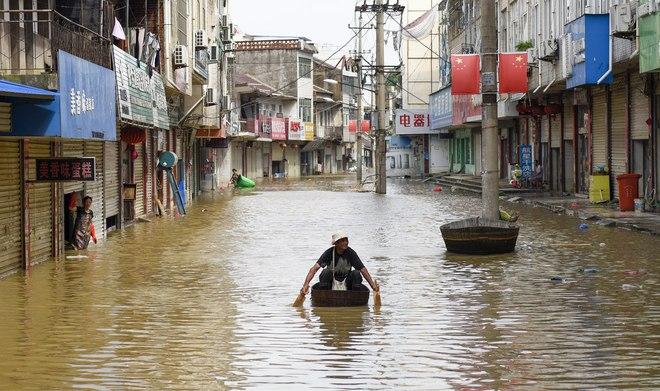 Vỡ đê ở An Huy, Trung Quốc: Đời tôi chưa từng gặp trận lũ lớn thế này - Ảnh 2.