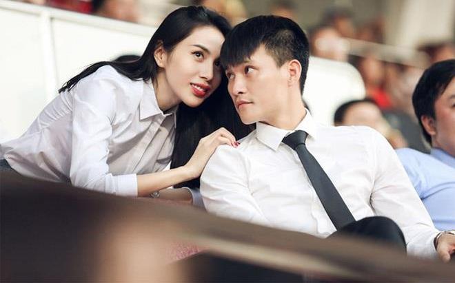 """Công Vinh cho tiền, Thủy Tiên đáp thẳng: """"10 triệu lấy làm gì? Không đủ xỉa răng"""""""