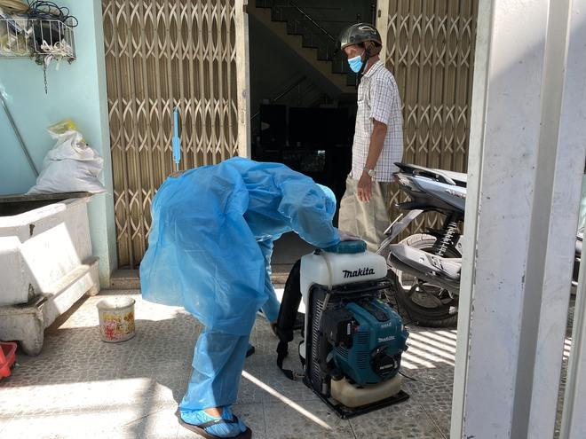 [Ảnh] Cận cảnh ngành y tế Đà Nẵng chạy đua ngăn Covid-19 lây lan trong cộng đồng - Ảnh 6.