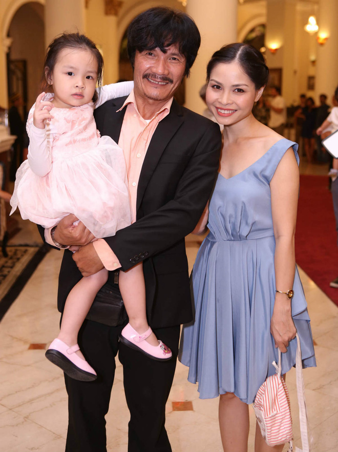 NSƯT Công Ninh lên chức cha ở tuổi 53: Tôi không bất ngờ vì biết mình còn khả năng sinh con - Ảnh 4.