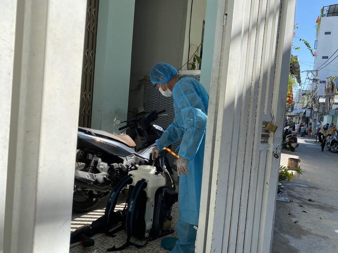[Ảnh] Cận cảnh ngành y tế Đà Nẵng chạy đua ngăn Covid-19 lây lan trong cộng đồng - Ảnh 8.