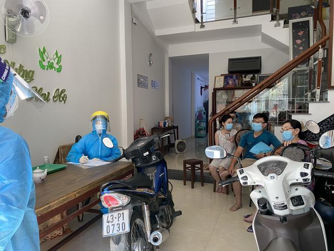 [Ảnh] Cận cảnh ngành y tế Đà Nẵng chạy đua ngăn Covid-19 lây lan trong cộng đồng - Ảnh 10.