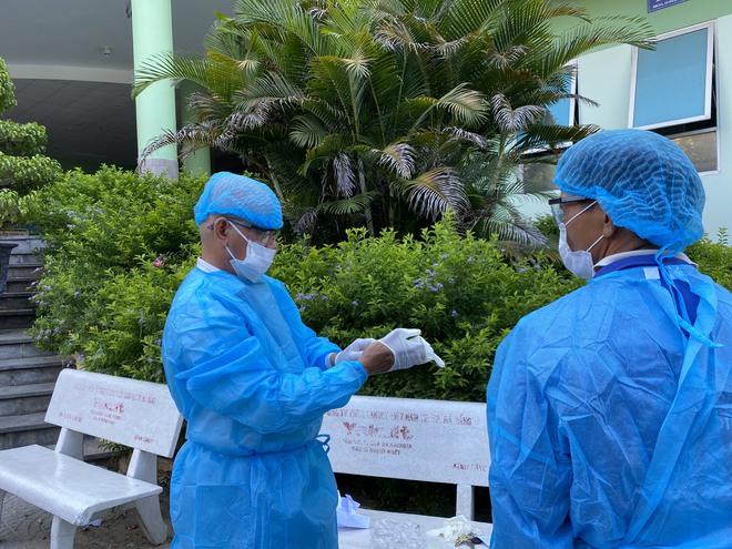 [Ảnh] Cận cảnh ngành y tế Đà Nẵng chạy đua ngăn Covid-19 lây lan trong cộng đồng - Ảnh 2.