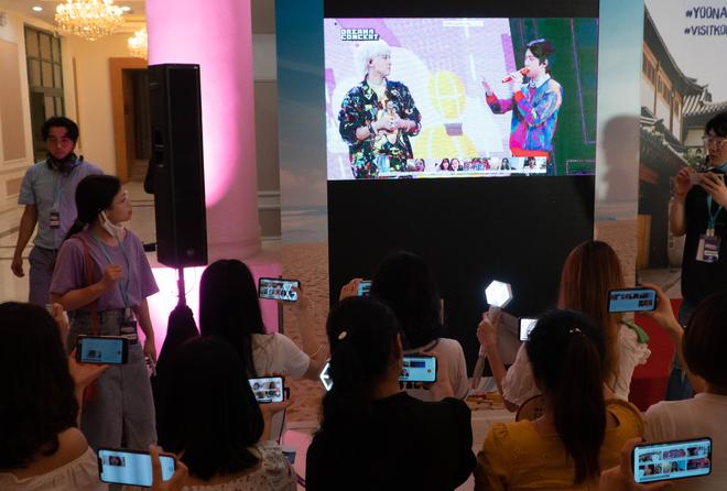 Fan Việt hò hét không ngừng khi EXO-SC nhắc lại kỷ niệm tới Việt Nam - Ảnh 3.