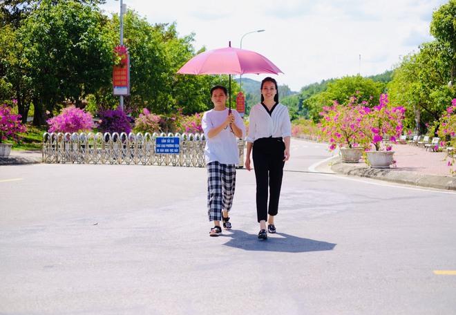Huyền Trang Sao Mai về viếng nghĩ trang Đồng Lộc ngay sau khi phát hành MV - Ảnh 6.