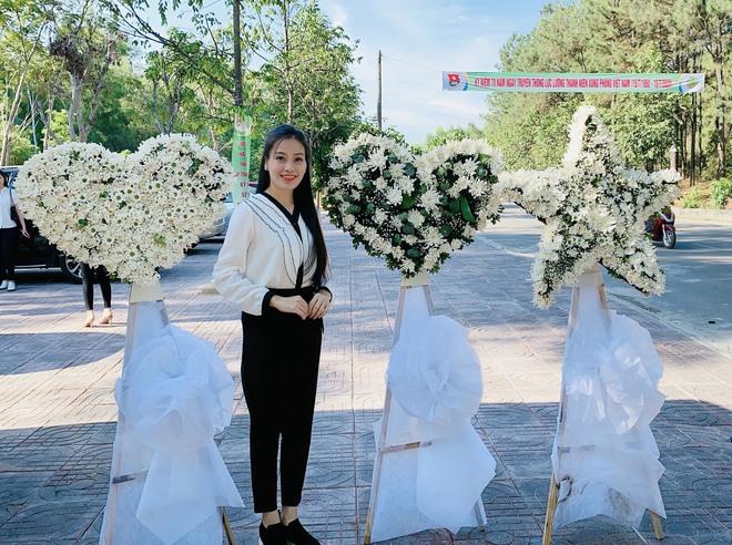Huyền Trang Sao Mai về viếng nghĩ trang Đồng Lộc ngay sau khi phát hành MV - Ảnh 2.
