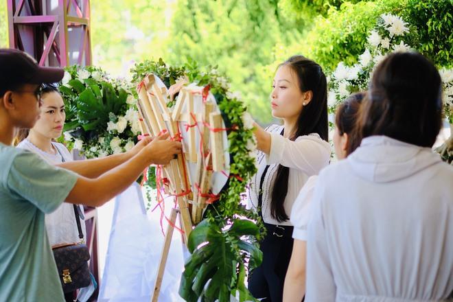 Huyền Trang Sao Mai về viếng nghĩ trang Đồng Lộc ngay sau khi phát hành MV - Ảnh 4.