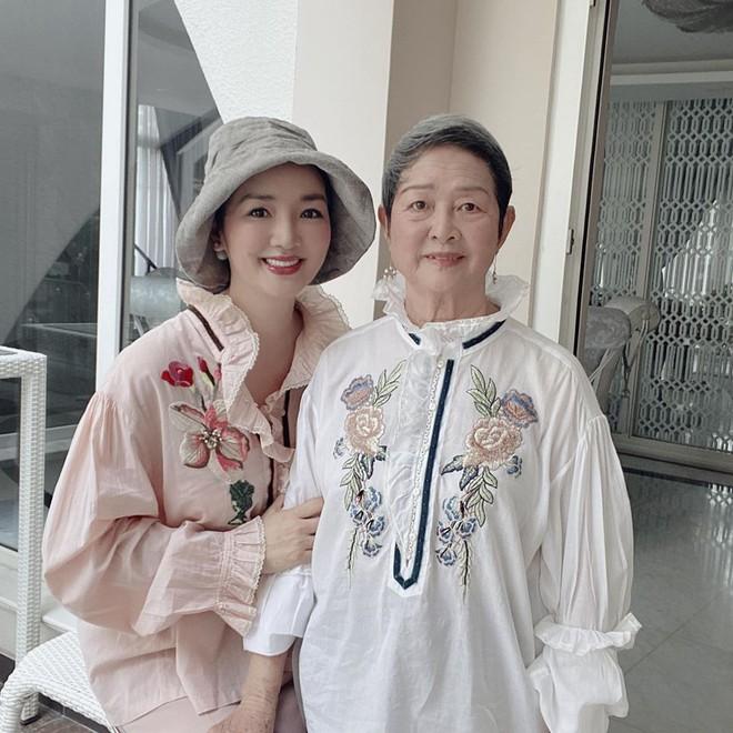 Mẹ ruột 76 tuổi của Giáng My khiến mọi người ngỡ ngàng vì trẻ đẹp và sành điệu - Ảnh 4.