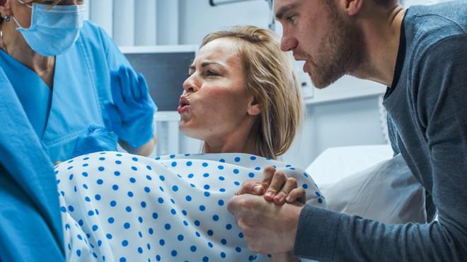 Vợ đi đẻ gặp bồ của chồng trong bệnh viện, bất ngờ nhất là tình trạng của tiểu tam lúc đó - Ảnh 1.
