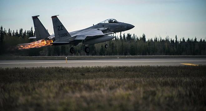 Mỹ tấn công, nổ lớn rung chuyển Baghdad - UAV rơi, tướng lĩnh Israel họp khẩn, biên giới nóng rực, QĐ Syria đã sẵn sàng - Ảnh 1.