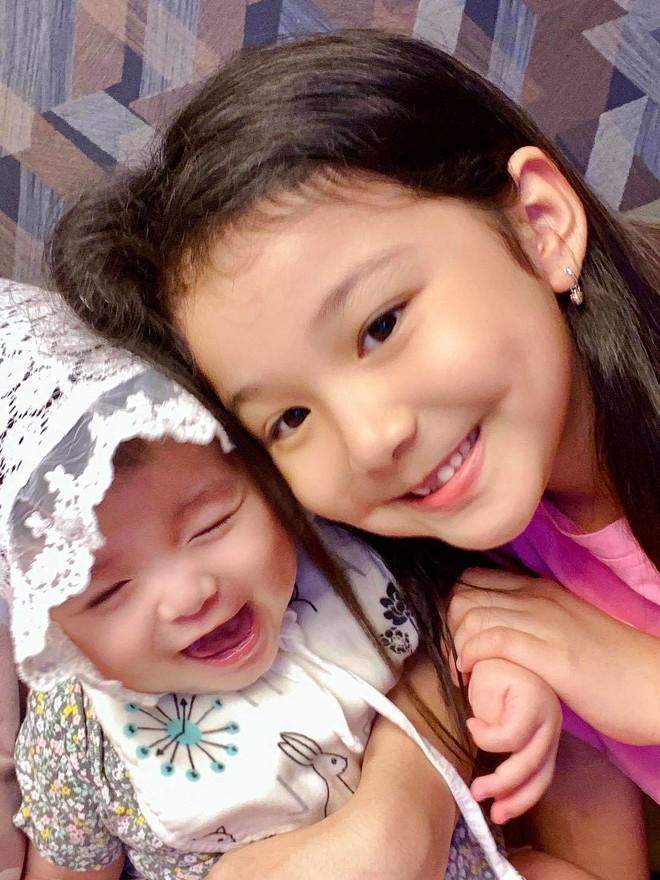 Con gái lớn của Jennifer Phạm: Mới 7 tuổi đã khiến truyền thông náo loạn vì quá xinh, lúc nào cũng được mẹ dạy cẩn thận như này - Ảnh 2.