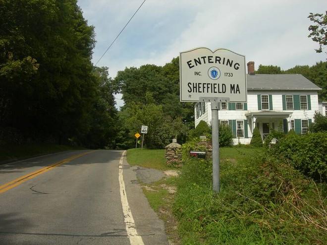 Bí ẩn UFO ghé thăm gây hoảng loạn thị trấn Mỹ - Ảnh 3.