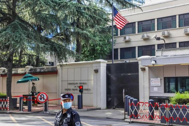 Những hình ảnh cuối tại lãnh sự quán Mỹ ở Thành Đô trước khi cờ Mỹ bị hạ xuống - Ảnh 5.