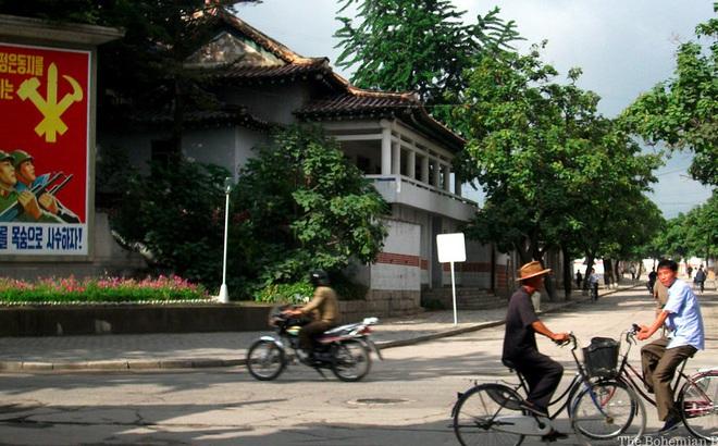 Ảnh bên trong thành phố đầu tiên của Triều Tiên bị phong tỏa vì Covid-19