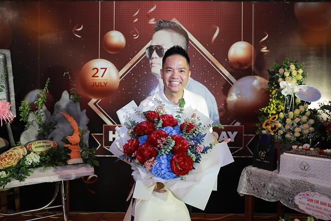 Quang Hà chi hơn 100 triệu đồng tổ chức sinh nhật cho ông bầu Quang Cường - Ảnh 3.