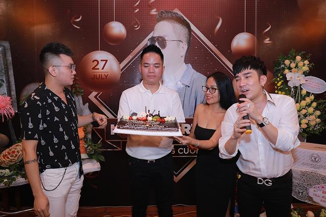 Quang Hà chi hơn 100 triệu đồng tổ chức sinh nhật cho ông bầu Quang Cường - Ảnh 1.
