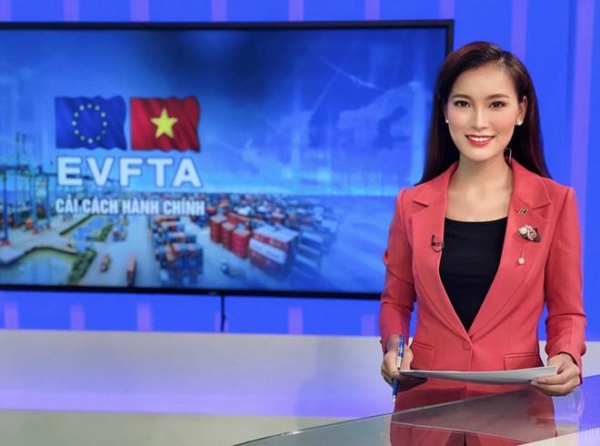 4 nữ MC trẻ trung nhất nhì VTV: Nhan sắc không thua kém hoa hậu, sở hữu vóc dáng nóng bỏng như người mẫu - Ảnh 1.