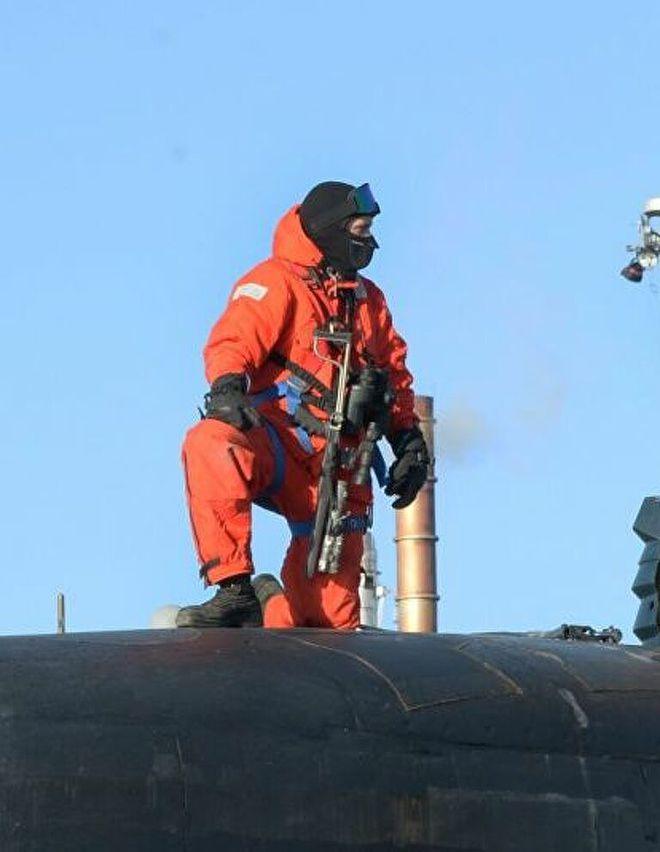 Cận cảnh khẩu súng khác lạ trang bị cho thủy thủ tàu ngầm Mỹ - Ảnh 1.