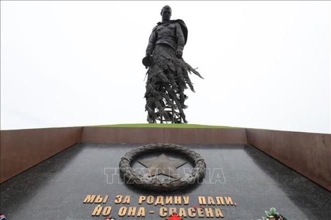 Bản anh hùng ca của tượng đài tưởng niệm người lính Xô Viết tại Rzhev - Ảnh 2.