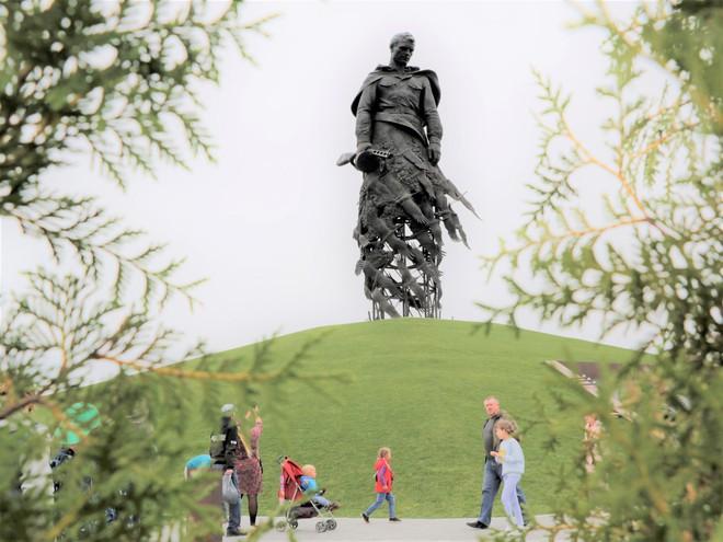 Bản anh hùng ca của tượng đài tưởng niệm người lính Xô Viết tại Rzhev - Ảnh 4.