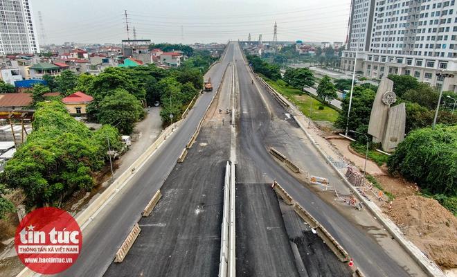 Cầu Thăng Long trong ngày đầu cấm lưu thông - Ảnh 7.