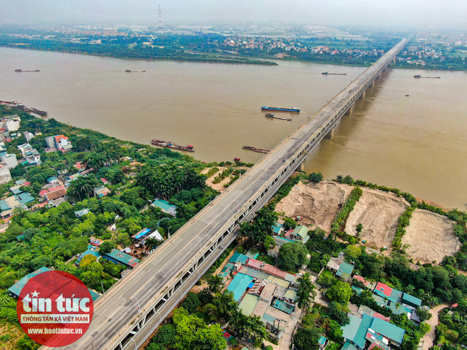 Cầu Thăng Long trong ngày đầu cấm lưu thông - Ảnh 10.