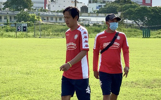 Thủ môn Bùi Tiến Dũng cáo bệnh trong ngày CLB TP HCM ra mắt tân trợ lý Nguyễn Minh Phương