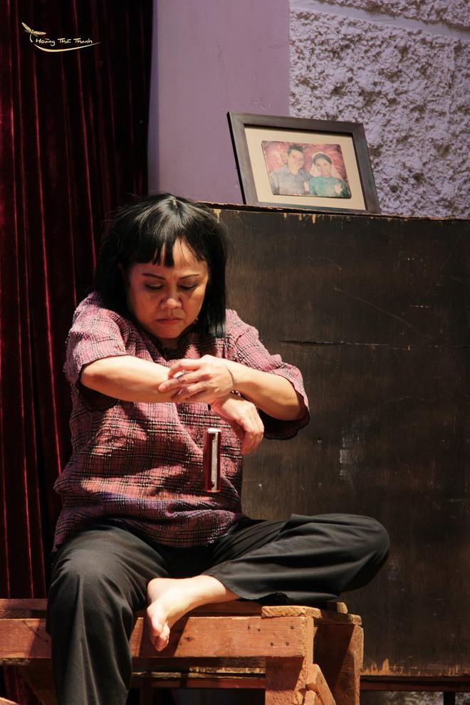 Nghệ sĩ Ái Như: Cha đã che chở cho tôi, nếu không, hậu quả có thể nặng nề hơn - Ảnh 6.