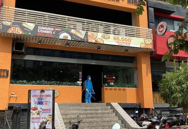 Lịch trình di chuyển dày đặc của đầu bếp tiệm Pizza ở Hà Nội mắc COVID-19 - Ảnh 1.