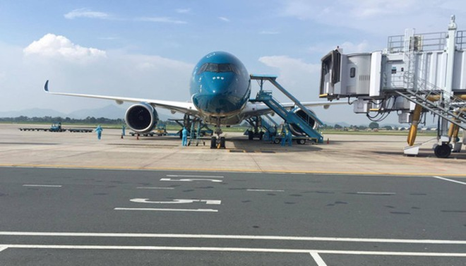 Clip: Chuyến bay đón 129 bệnh nhân Covid-19 từ Guinea Xích đạo hạ cánh an toàn - Ảnh 5.