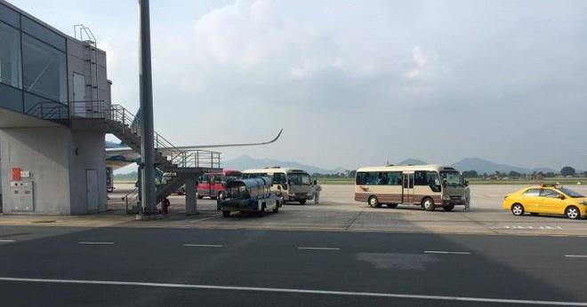 Clip: Chuyến bay đón 129 bệnh nhân Covid-19 từ Guinea Xích đạo hạ cánh an toàn - Ảnh 11.