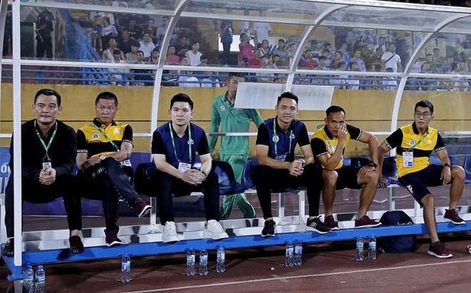 Chủ tịch 9x của Hà Nội FC nói gì khi Văn Hậu sắp từ Hà Lan về nước?